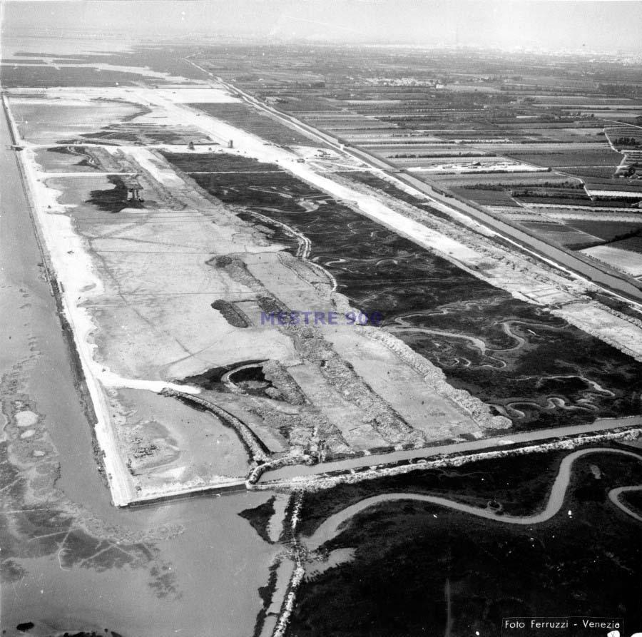 Foto d'epoca della laguna di Tessera Prima della costruzione dell'aeroporto M.P. ESCAPE='HTML'